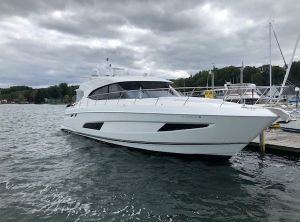 2019 Riviera 5400 Sport Yacht