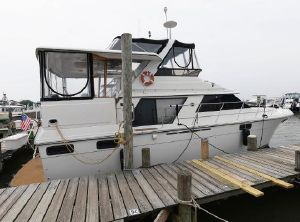 1986 Carver 4207 Aft Cabin Motoryacht