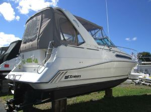 1990 Cruisers Yachts 2870 Express