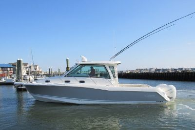 2019 Boston Whaler 345 Conquest Pilot House