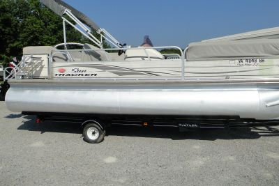 2006 Sun Tracker 22 Party Barge