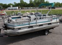 1993 Tracker 21 Party Barge