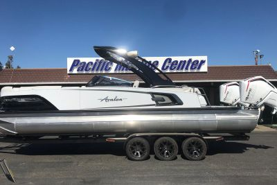 2021 Avalon Excalibur Elite Windshield 27' w/ Twin 450 Racing Motors!