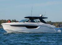 2021 Cruisers Yachts 38 GLS
