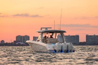 2022 Boston Whaler 350 Realm