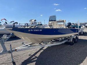 2015 Lowe Bay Boat 22