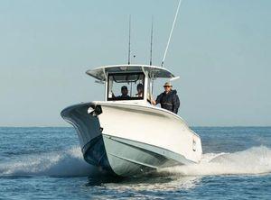 2022 Sea Hunt Gamefish 30 with Coffin Box