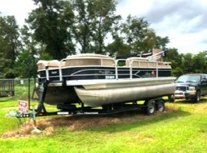 2016 Sun Tracker DLX Party Barge