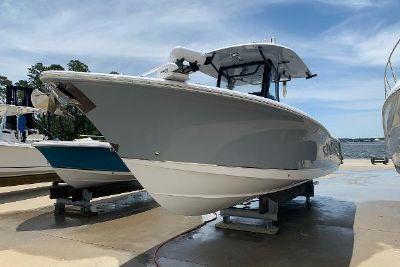 2020 Sea Hunt Gamefish 30 with Coffin Box