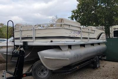 2003 Sun Tracker 21 Party Barge