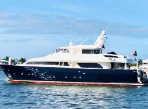 2000 Ferretti Yachts Custom Line 90' Navetta 27