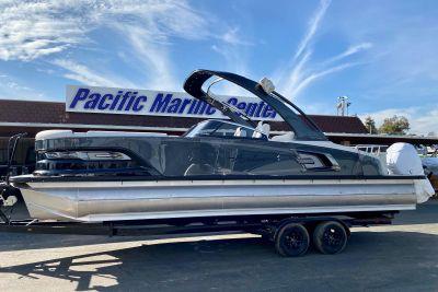 2021 Avalon 27' Excalibur Rear Lounge Windshield w/ 400 Racing Mercury!