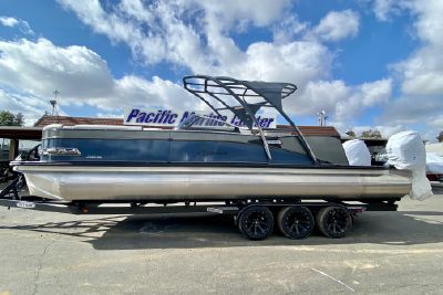 2021 Avalon 27' Catalina Platinum Elite Windshield w/ Twin 400HP Mercury's!