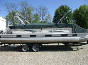 2004 Tracker party barg 24ft