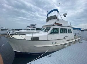 1988 Island Gypsy 32 Sedan Trawler