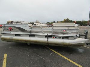 2001 Sun Tracker 21 Party Barge
