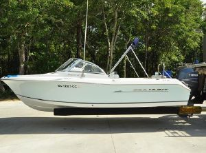 2010 Sea Hunt Escape 207 LE