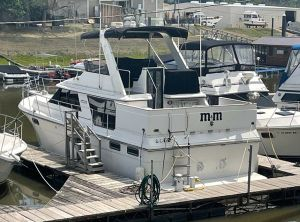 1986 Carver 42 Motor Yacht