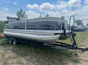 2021 Sun Tracker Party Barge 22 DLX