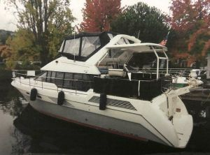 1990 Bayliner 4387 Motoryacht with moorage