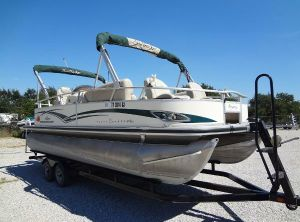 2011 Tracker Party Barge 22' Sport Fish