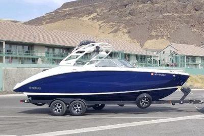 2021 Yamaha Boats 252 S Luxury