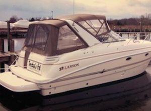 2004 Larson Cabrio 330 Mid Cabin