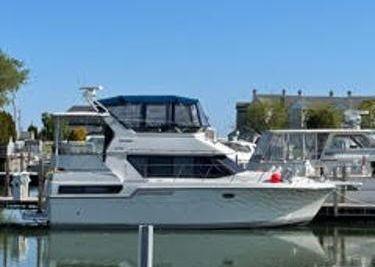 1993 Carver 370 Aft Cabin Motor Yacht