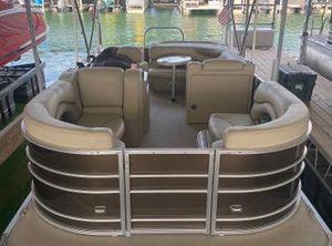 2018 Sylvan Mirage 820 Cruise