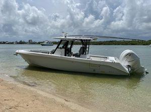 2022 Everglades 335 CC