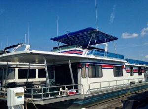 1988 Stardust Cruisers 16 x 64 Houseboat