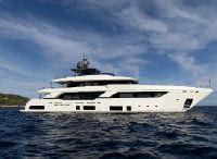 2019 Custom Line NAVETTA 37 Ferretti Motoryacht