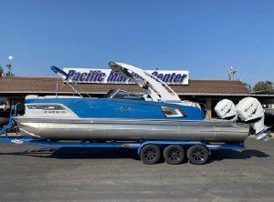 2021 Avalon Excalibur Elite Windshield 27' Twin 400 HP Racing Motors!