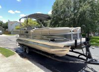 2019 Sun Tracker 24 DLX Party Barge