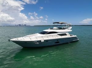 2006 Uniesse 58 fly