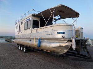 2006 Sun Tracker Houseboat