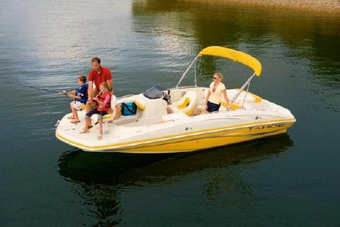 2009 Tahoe 195 I/O Manufacturer Provided Image: A do-it-all deck boat lets you do whatever the family chooses.