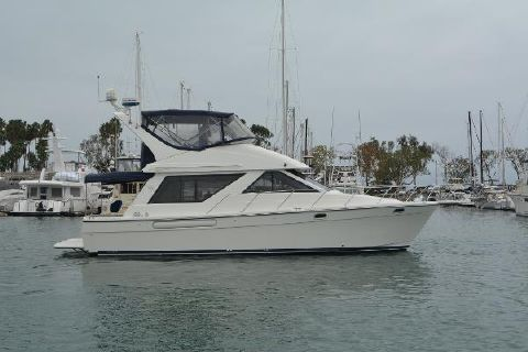 2002 Bayliner 39 Motoryacht Starboard Profile