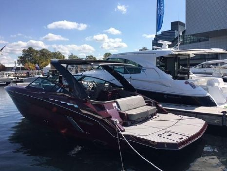 2018 Cruisers Yachts 338 South Beach Edition - Bow Rider