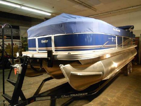 2014 Sun Tracker Party Barge 24RF XP3