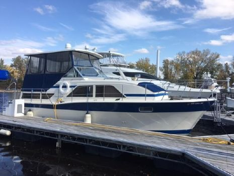 1980 Chris-Craft 350 Catalina Starboard @ Dockside