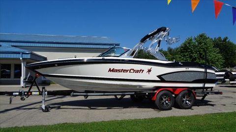 2016 Mastercraft ski boat X30