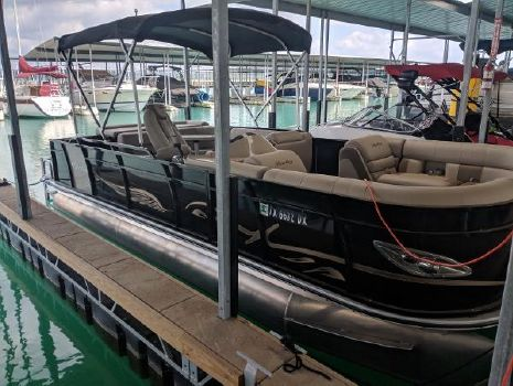 2017 Bentley Pontoons 220 Elite