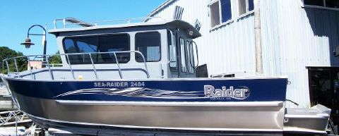 2015 Raider Sea Raider 2484 Cuddy