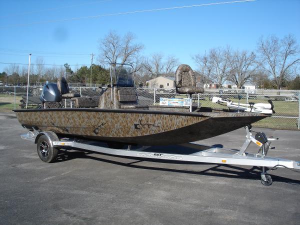 2015 Xpress H20 Bay Boat Camo