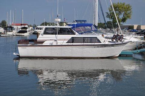 1990 Marinette 32 Express Hard Top Starboard Side Docked