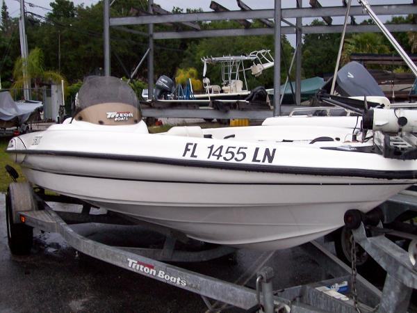 2001 Triton TX 186 Intracoastal