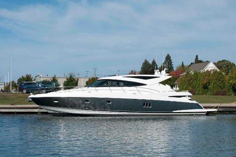 2013 Riviera 5800 Sport Yacht Profile