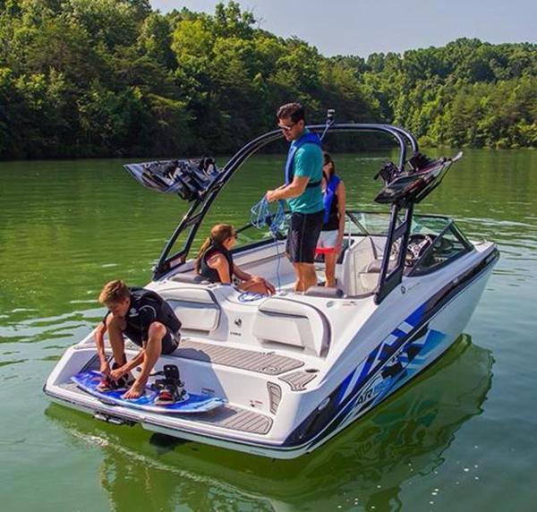 19 Foot 2016 Yamaha AR Boat In