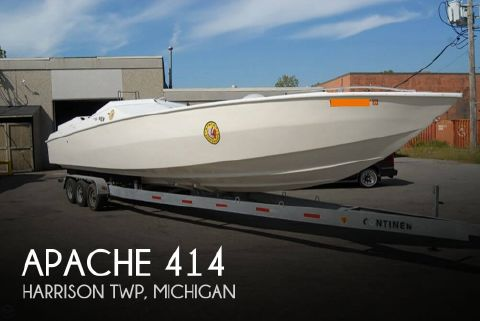 1989 Apache Powerboats 414
